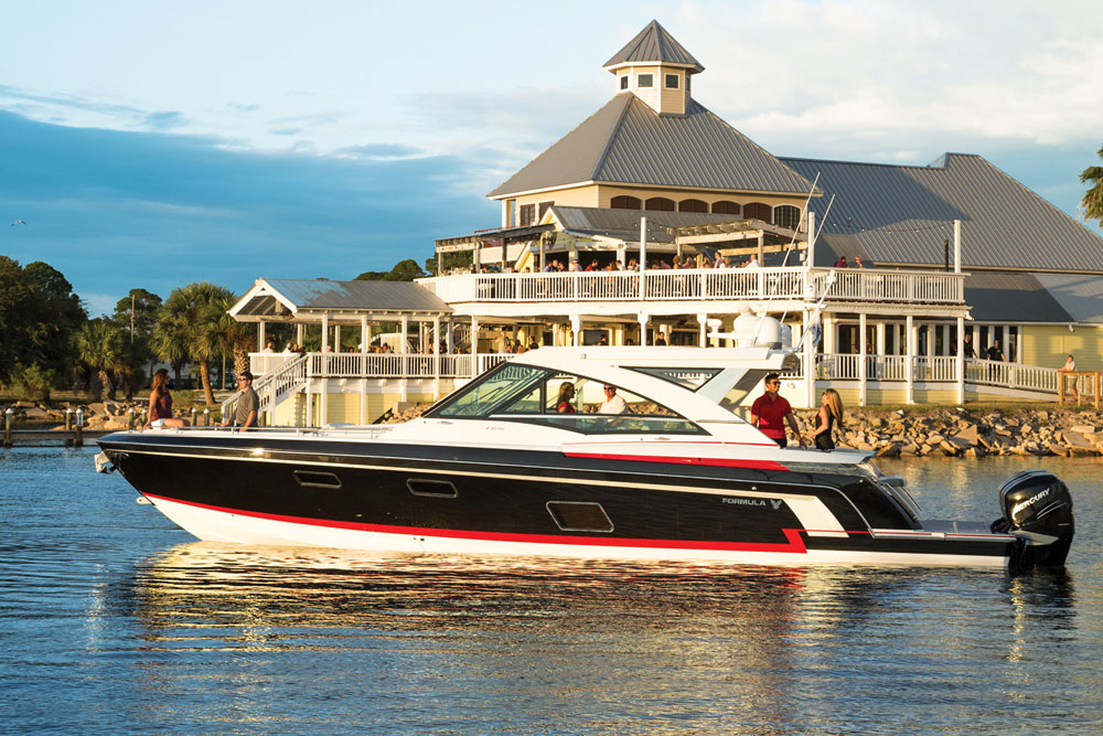 On first glance the Formula 430 SSC looks like many other express cruiser models. But get a profile view of it and you'll see this boat is low to the water, with a sleek, angular, and aggressive stance.