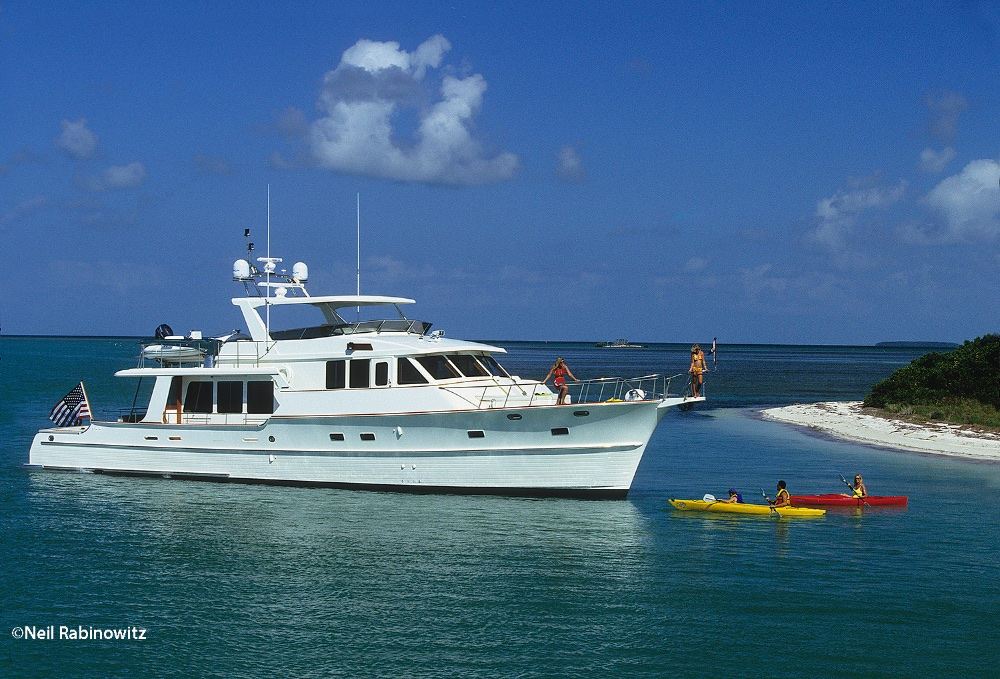 Yacht-charter-and-kayak-in-the-Florida-Keys