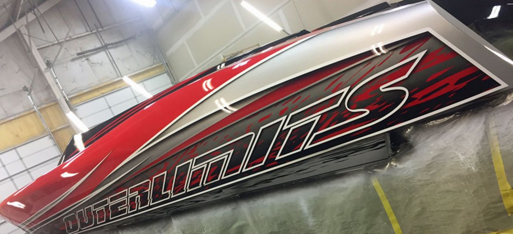 With a fresh custom paintjob from Stephen Miles Design, the Outerlimts SL 41 OB will be unveiled at the 2017 Miami International Boat Show.