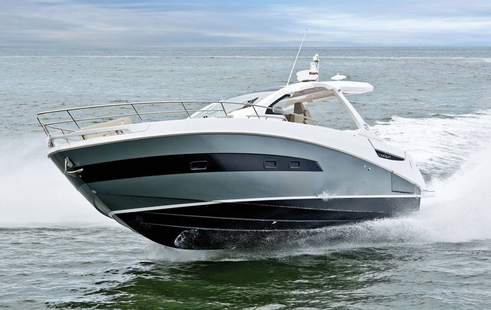 http://images.boats.com/resize/wp/2/files/2017/01/azimut-verve-40.jpg