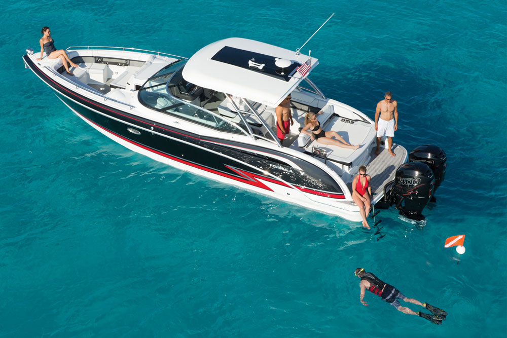 Outboard fans have an all new option from Formula: the 350 CBR Outboard.