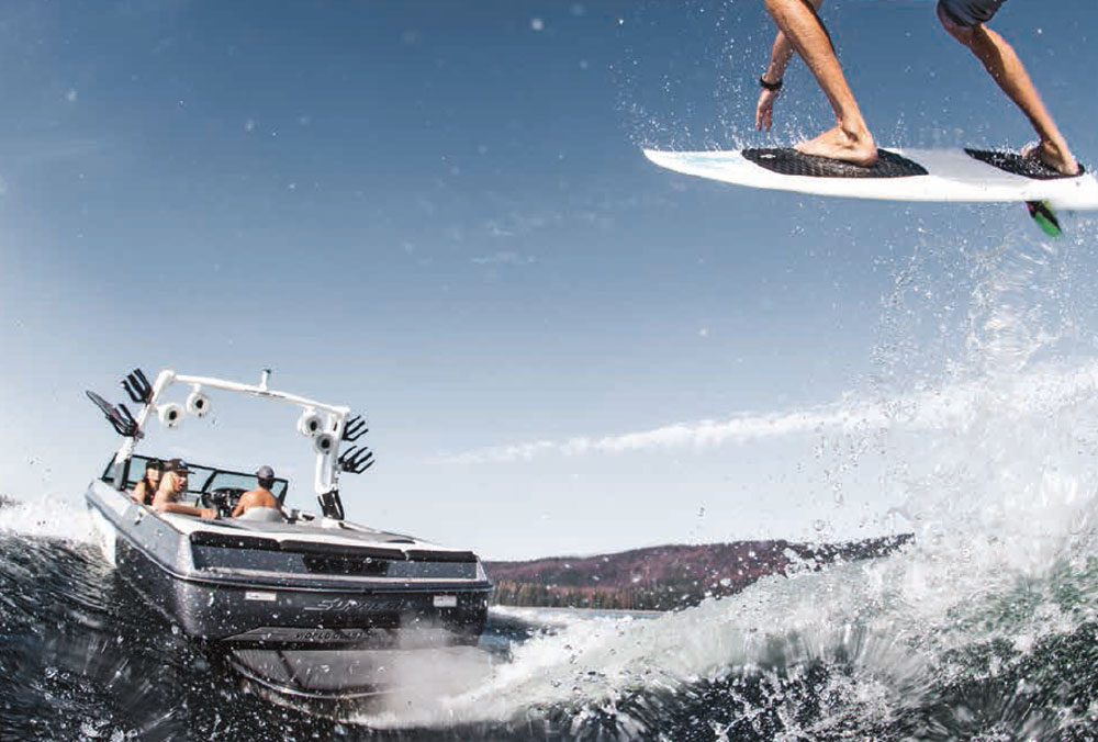 The S238 follows the market trend toward wakesurfing, and is geared toward buyers who will use the boat for surfing and wakeboarding.