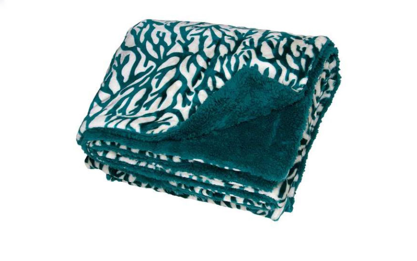 Those who wanted their favorite boater to feel all warm and fuzzy went with the West Marine Tidepool blanket.