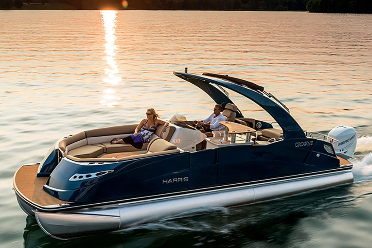 Boating Tips: 3 Tips for Captaining a Pontoon Boat