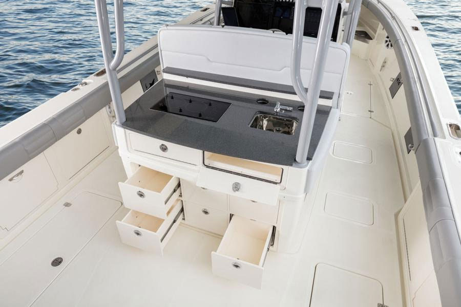 Behind the leaning post, the Mako 414 CC can be set up with a galley, or a rigging station.