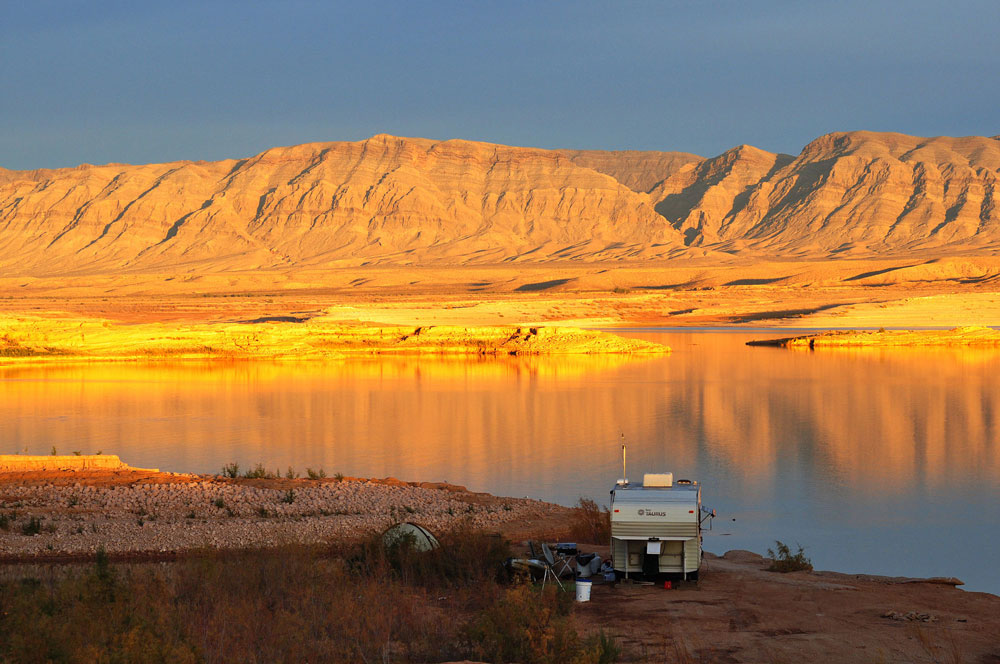 Top 10 western lakes for boaters for Lake mead fishing guides