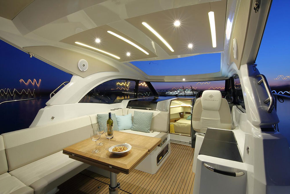 Entertaining or dining, the Leader 33 has a cockpit that can fit the bill.