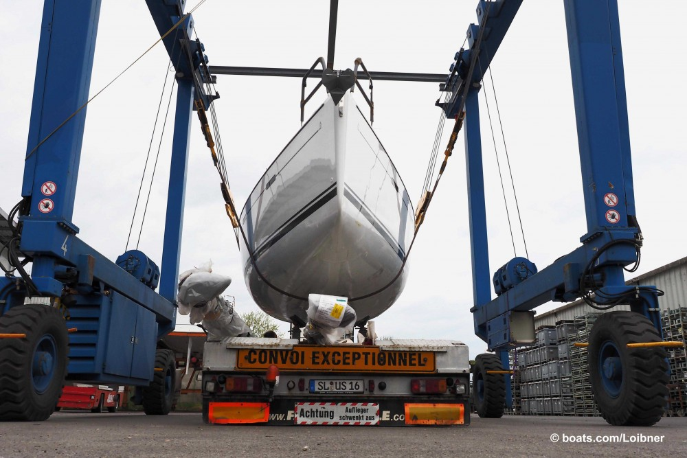 Another Hanse is loaded onto a trailer before it can be trucked to the new owner. Photo by Dieter Loibner.