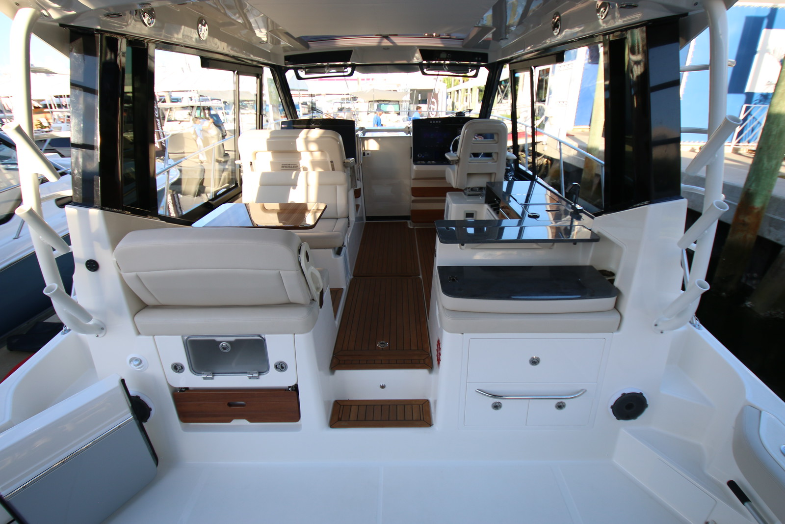 Boston Whaler 405 Conquest Helm Deck