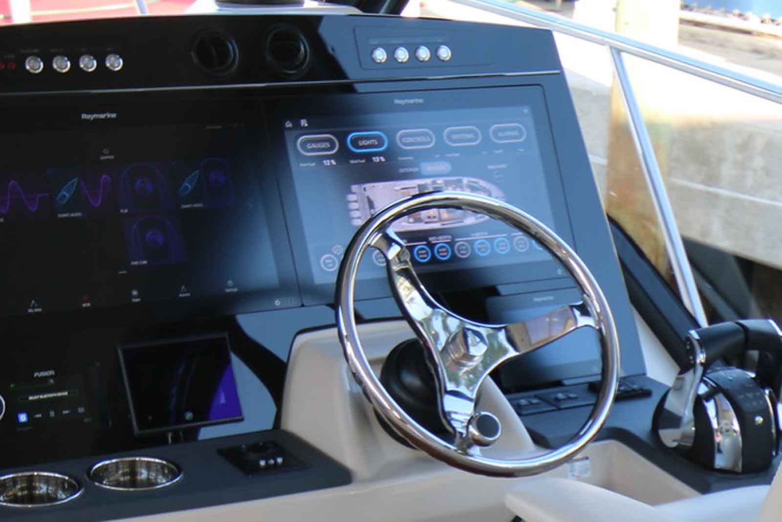 Boston Whaler 405 Conquest Touch Screen