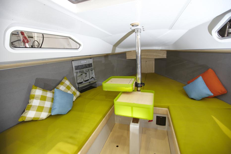 Sailart 19 trendige kleine yacht for Amenagement interieur bateau