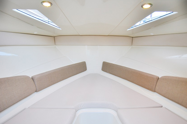 interior Bayliner 642 Cuddy