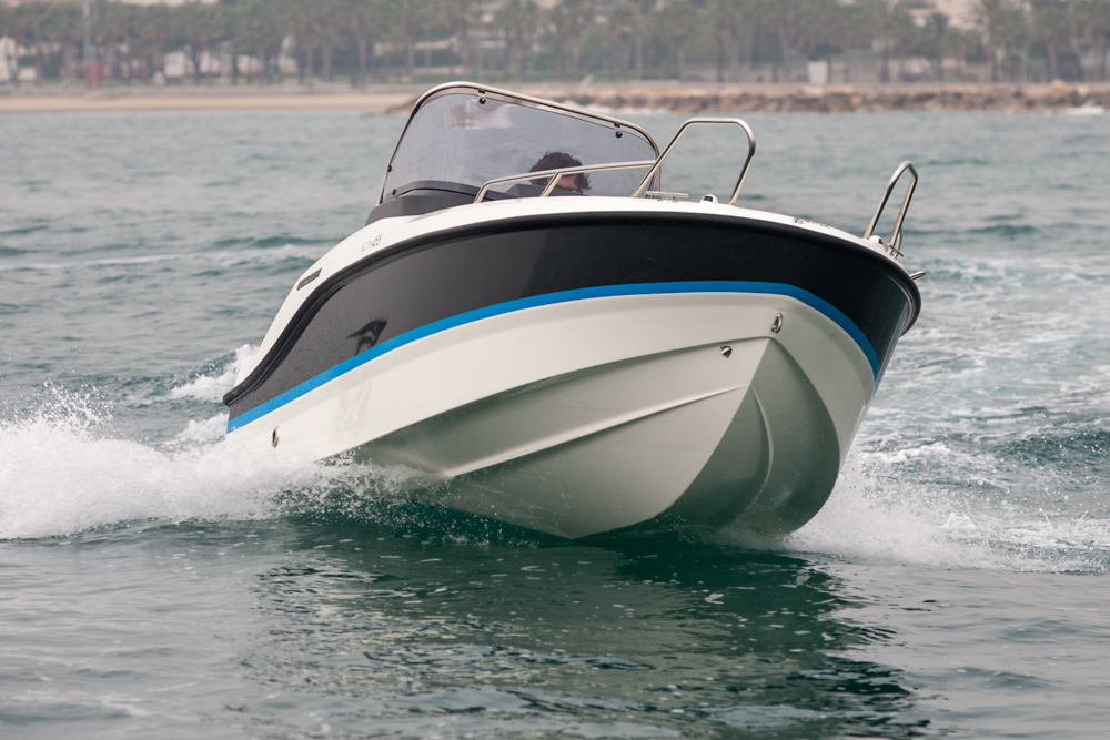Quicksilver Activ 455 Open - proa