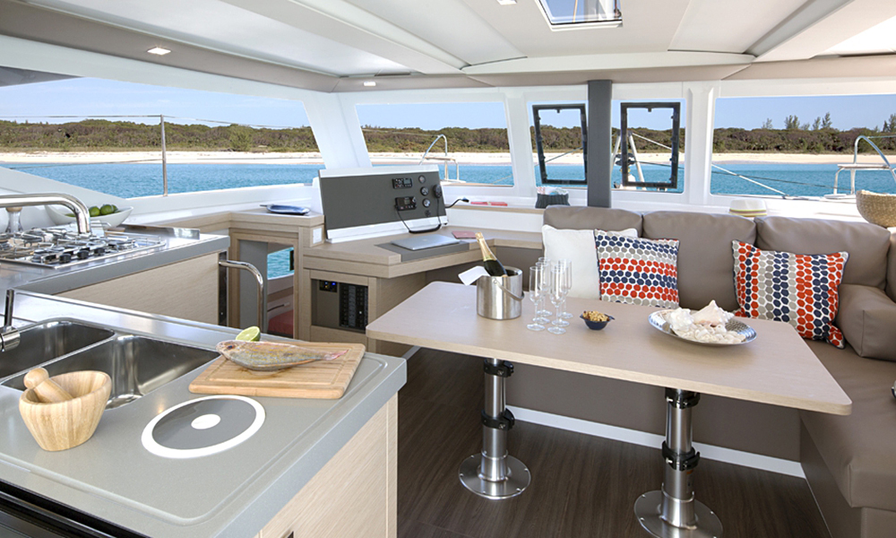 Fountaine Pajot Lucia 40 salon