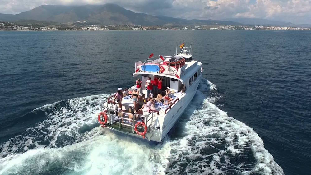 Alquilar barco charter Marbella