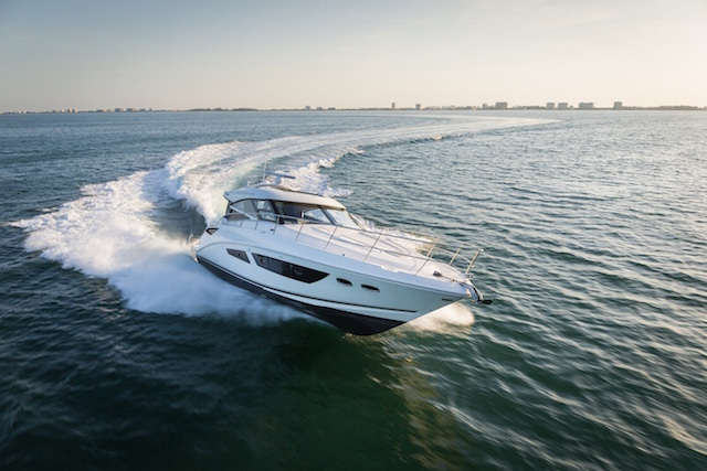 Sea Ray 470 Sundancer navegando 2