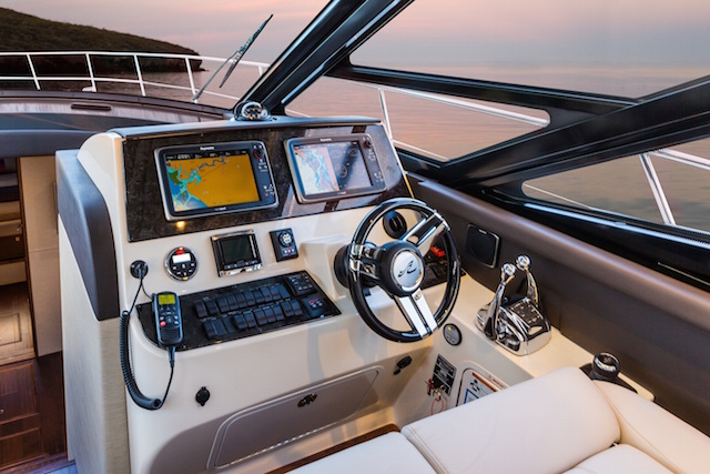 Sea Ray 470 Sundancer puesto de mando