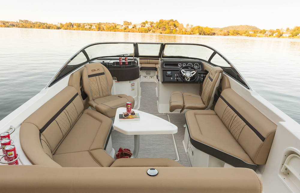 SeaRay-250-SLX-bañera salon