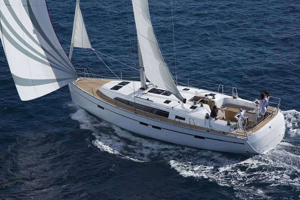 Bavaria Cruiser 46: sólido, cómodo y estable