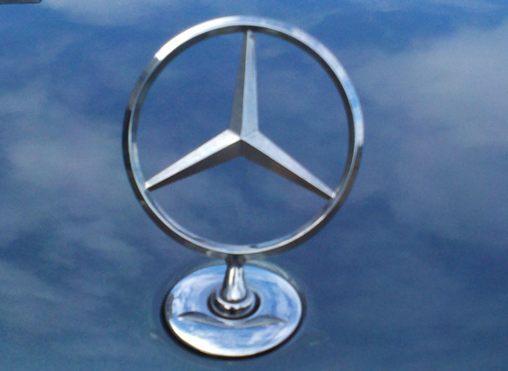Mercedes-Hood-ornament