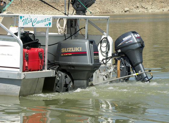 New Toon Kicker Auxiliary Outboard Mount For Pontoons